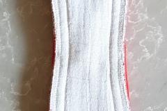 nattbinda-röd-knäppt